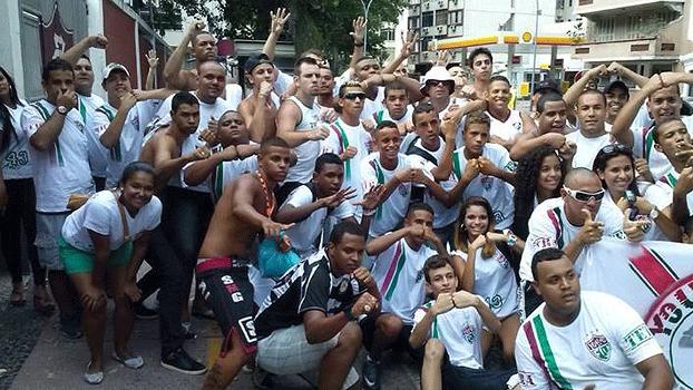 Fluminense Torcida Young Flu Festa Sede do Clube Laranjeiras Torcedores Portão da Sede