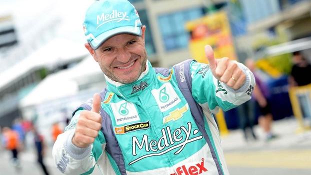 Rubens Barrichello volta a ser campeão na carreira após 23 anos