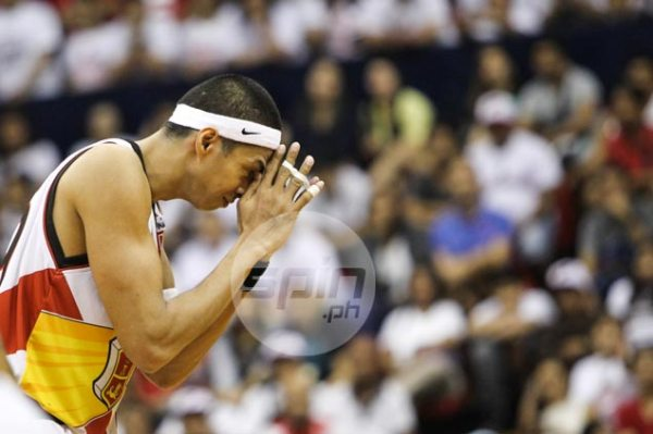 Offensive struggles continue, but Arwind Santos finally ...
