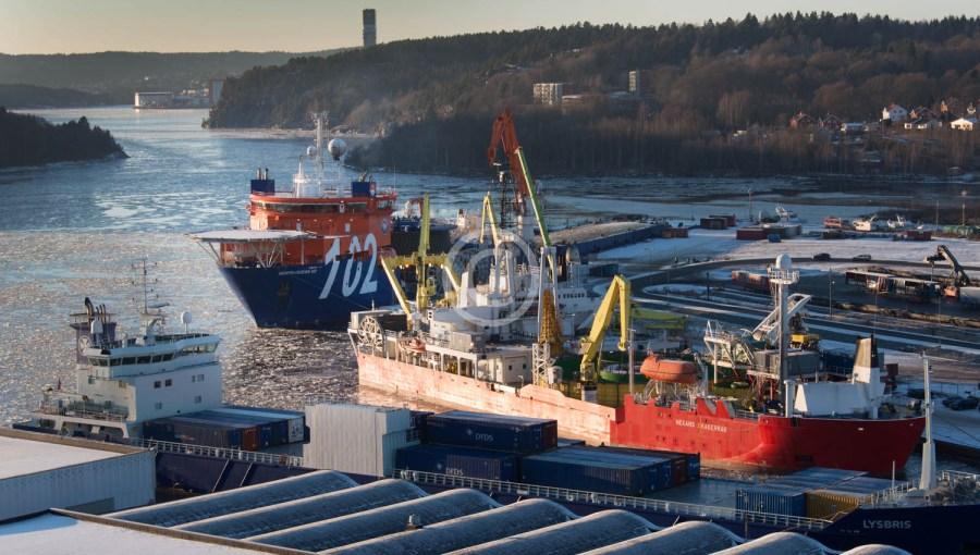 Kabelbåter på havna