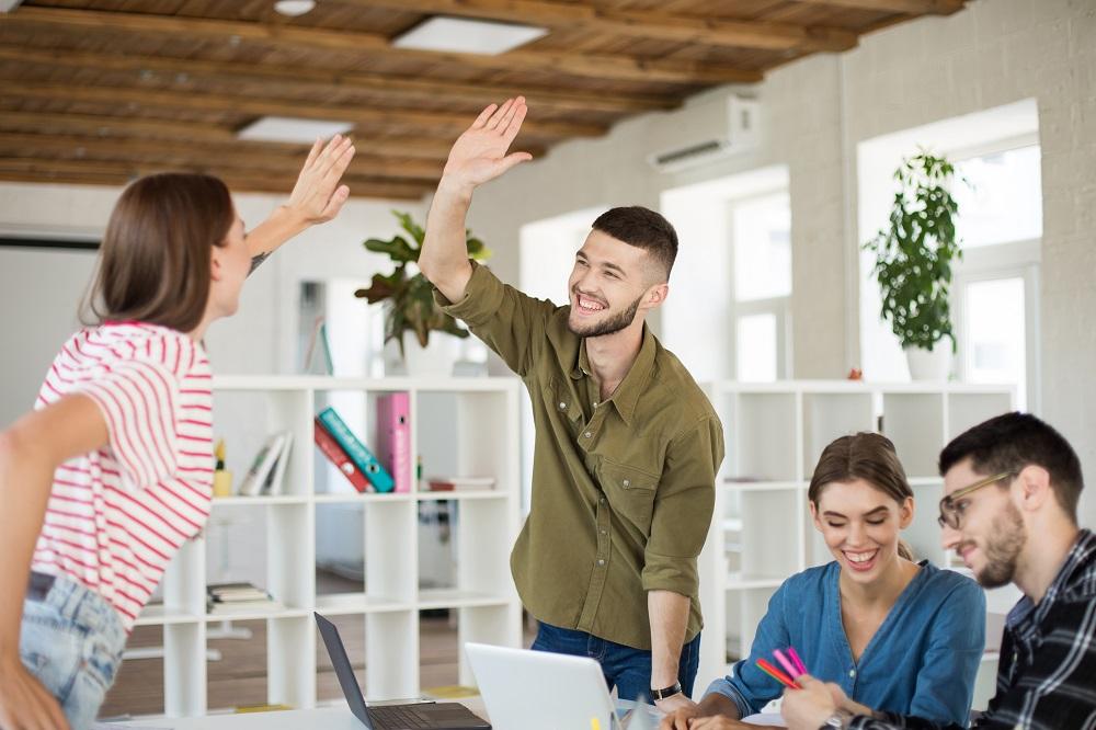 Les bénéfices à nous confier des mandats de rédaction, de révision et de production vidéo pour votre entreprise