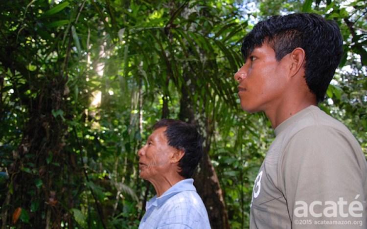 Um xamã e seu aprendiz. Foto: Acaté