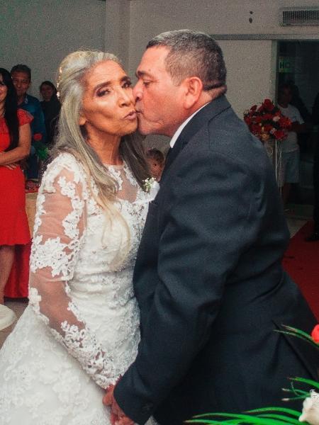 helena goncalves que se casou de branco aos 70 anos com o marido 1582219773564 v2 450x600 - Aos 70, ela realizou sonho de casar na igreja: 'Nunca é tarde para acreditar'