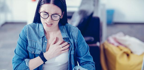 Excesso de gases pode causar dores similares ao infarto; saiba como evitar