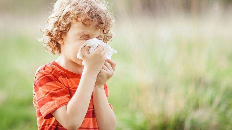 child, allergy, allergic reaction, flu, blowing your nose - iStock - iStock