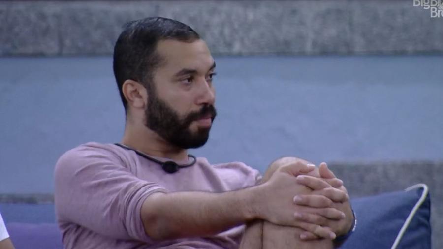 BBB 21: Gilberto conversa com Camilla - Reprodução/ Globoplay