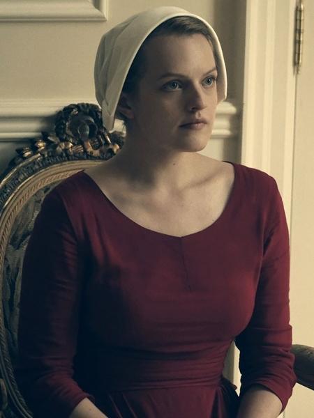 elisabeth moss e june em the handmaids tale 1520023379850 v2 450x600 - Teaser de 'Handmaid's Tale' revela grande surpresa para a terceira temporada - ASSISTA