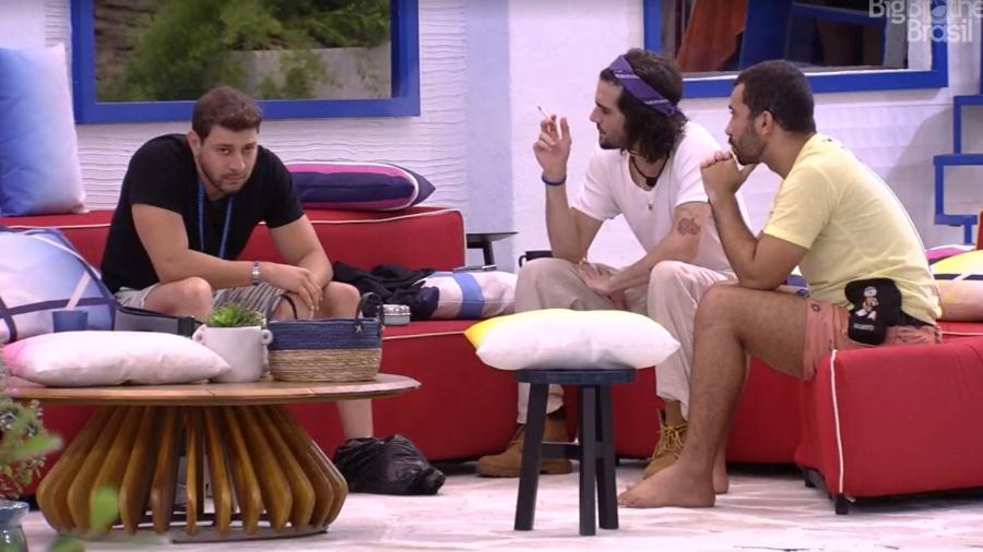 BBB 21: Brothers conversam na área externa  - Reprodução/ Globoplay