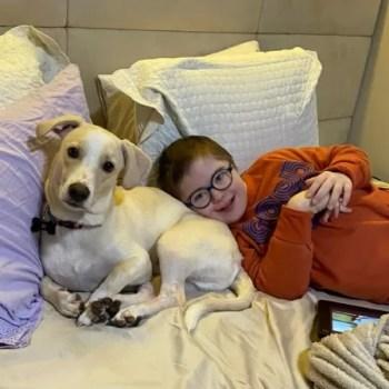 """""""Meu filho com Down pôde voltar a brincar após tratar asma com cannabis"""""""