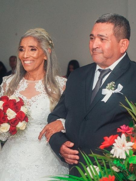 helena goncalves se casou aos 70 de branco na igreja 1582219299307 v2 450x600 - Aos 70, ela realizou sonho de casar na igreja: 'Nunca é tarde para acreditar'
