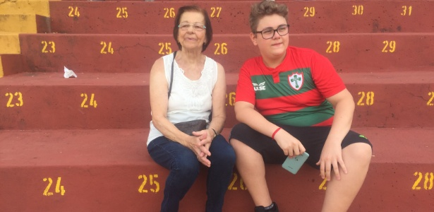 """dona maria esteve no estadio com o neto 1547173758455 615x300 - Copinha no pior verão da história: jogador passa mal e picolé com """"ágio"""""""