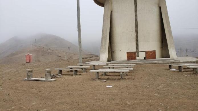 Área com bancos quebrados no Cristo - Karla Torralba/UOL