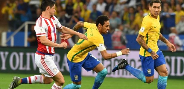 neymar e marcado de perto por rival paraguaio 1490749651000 615x300 - Com novo brilho de Neymar, Brasil vence Paraguai e se classifica para Copa