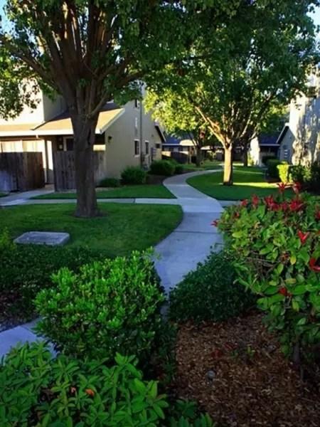 Área comum do condomínio onde Gil do Vigor vai morar em Davis, na Califórnia - Reprodução/Chaparral Apartments