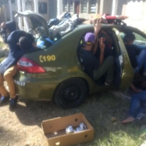 Por falta de vagas em presídios, detidos no Rio Grande do Sul têm sido alocados dentro de viaturas