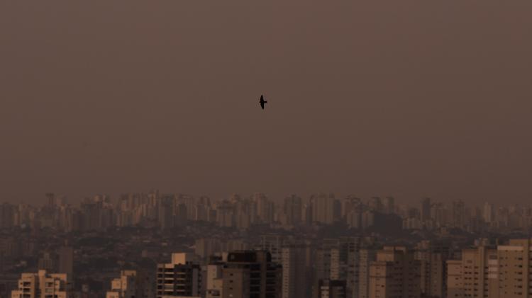 Fumaça de queimadas no Pantanal deixa céu de SP nublado e alaranjado. Foto de 18 de setembro de 2020 - André Lucas/Estadão Conteúdo - André Lucas/Estadão Conteúdo
