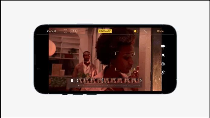 O iPhone 13 consegue aplicar o modo retrato (aquele que deixa o plano de fundo borrado e o primeira plano em destaque) agora em vídeos - Reprodução - Reprodução