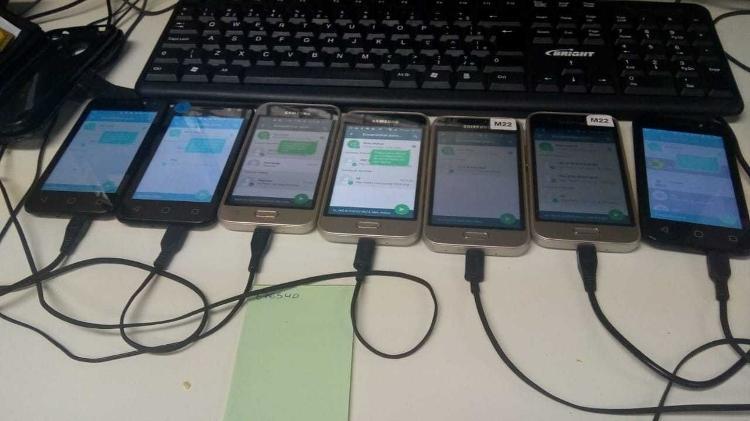 18set2019   celulares conectados a computador fazem envio de mensagens de whatsapp em massa com a ajuda de robos 1568834584013 v2 750x421 - Site diz que rede de fake news com robôs pró-Bolsonaro mantém 80% das contas ativas