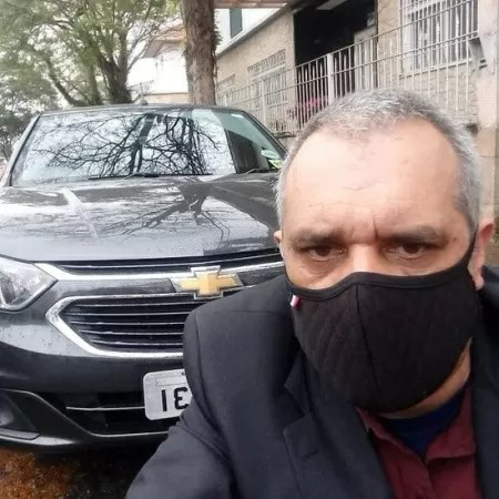 Rosemar diz que só não desistiu de trabalhar como motorista de aplicativo porque ganhou kit GNV, que reduz custo de combustível pela metade - ARQUIVO PESSOAL - ARQUIVO PESSOAL