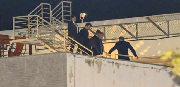 Lula chega à Superintendência da Polícia Federal em Curitiba com agentes da PF