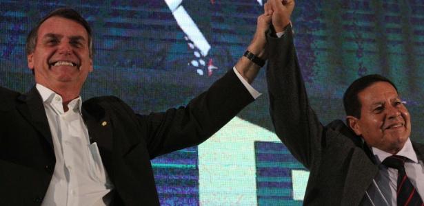 o candidato a presidencia da republica jair bolsonaro e seu vice o general da reserva do exercito hamilton mourao durante convencao nacional do prtb no esporte clube sirio em sao paulo 1533753315231 615x300 - Temor pelo futuro da democracia é 'choro de perdedores', diz Mourão