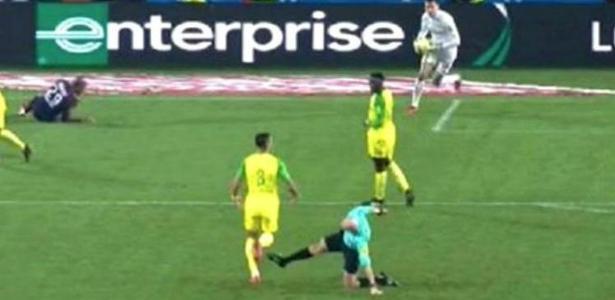 Resultado de imagem para Tony Chapron agredindo brasileiro na França