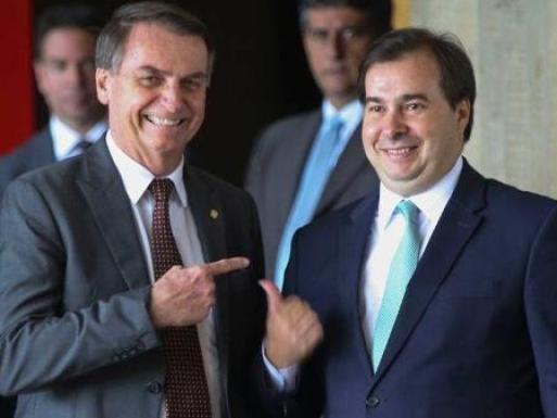 Sem Mandetta para socar, Bolsonaro esmurra Maia - 16/04/2020 - UOL ...