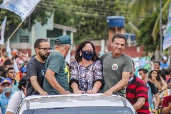 Com presença do senador Márcio Bittar e da deputada Vanda Milani, centenas de eleitores vão às ruas de Plácido de Castro em apoio a Francisco Tavares e Marcio Pereira