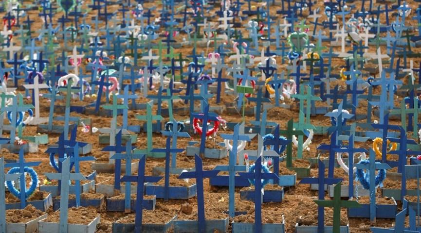 11 de junho - Sepulturas são vistas no cemitério Parque Taruma, em meio ao surto de coronavírus (COVID-19), em Manaus — Foto: Bruno Kelly/Reuters