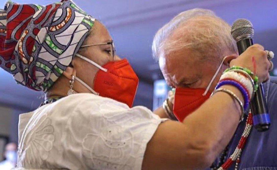 Lula recebe 'Zé Pilintra' em evento com mãe de santo no Ceará -