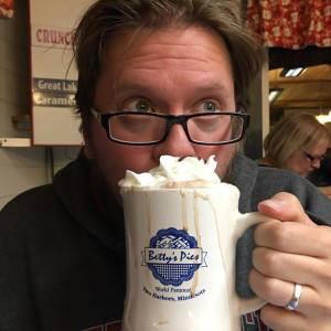 Star Trek fan artist Dan Voltz drinks a raktijino