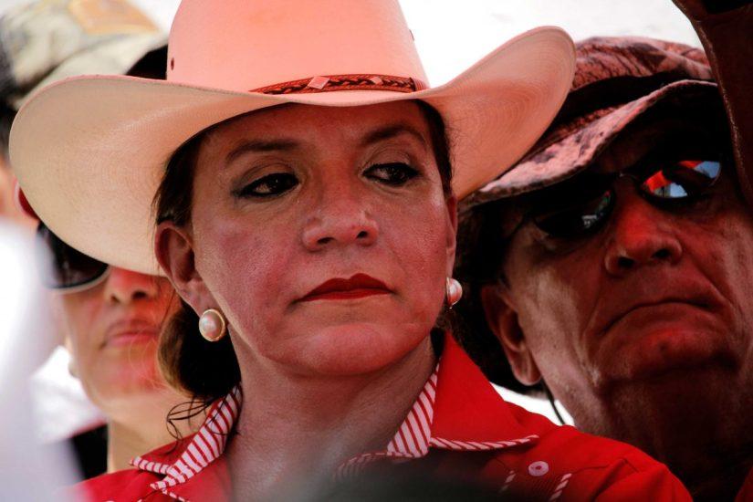 Xiomara-Castro-momentos-antes-del-término-del-prótocolo-de-la-contramarcha-del-FNRP