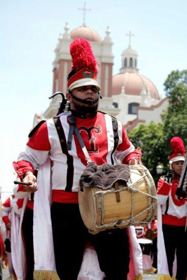 Batucada-tradicional-en-los-desfiles-oficiales