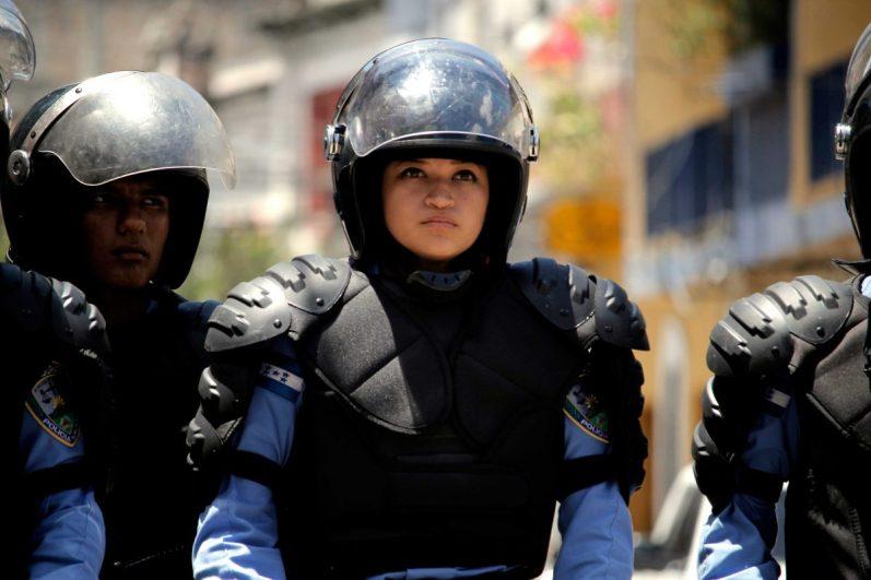 mujer-policía
