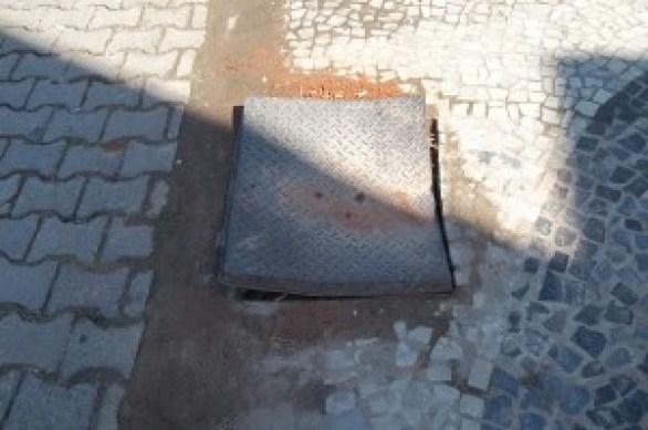 Tampão na Calçada_Avenida da Praia 18