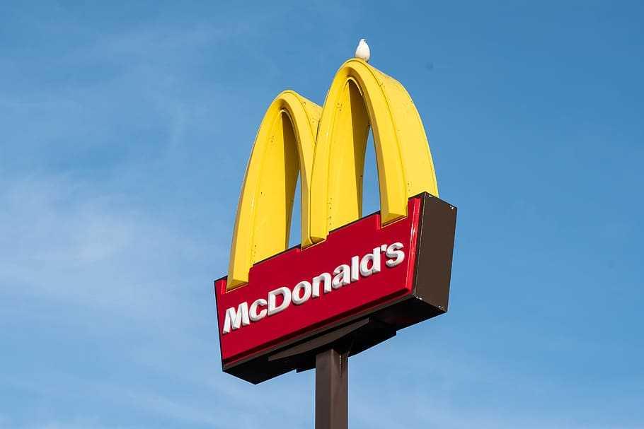 Logo de McDonalds. Fotografía libre de derechos desde pxfuel.com