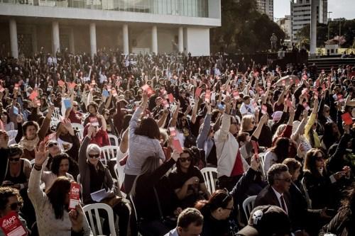 Professores decidem pela suspensão da greve