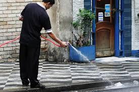 Proposta proíbe lavarcalçada com água potável em Curitiba