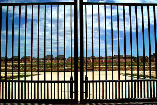 gated-commun