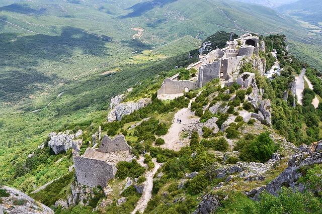 castle-661479_640