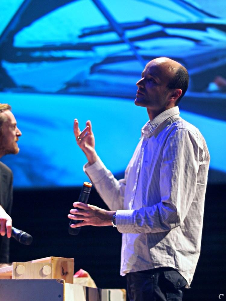 Foley-artist Jeroen Nadorp in actie