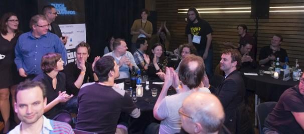Vlambeer wint Best Mobile Game voor Ridiculous Fishing (op de voorgrond Guerrilla Games)