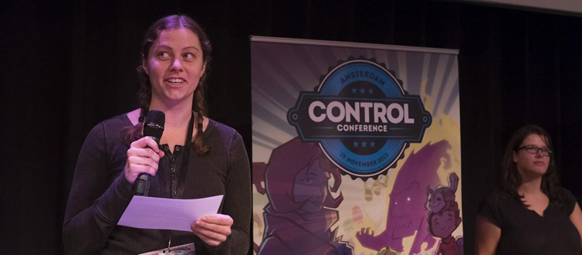 'NASA-girl' Adriel Wallick maakt de winnaar bekend van Best Technical Achievement