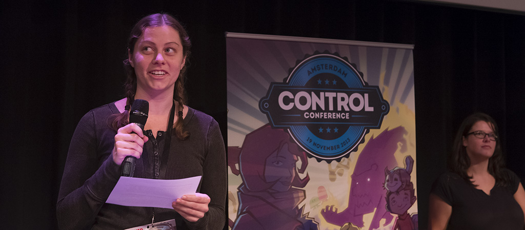'NASA-girl' Adriel Wallick maakt de winnaar bekend van Best Technical Achievement