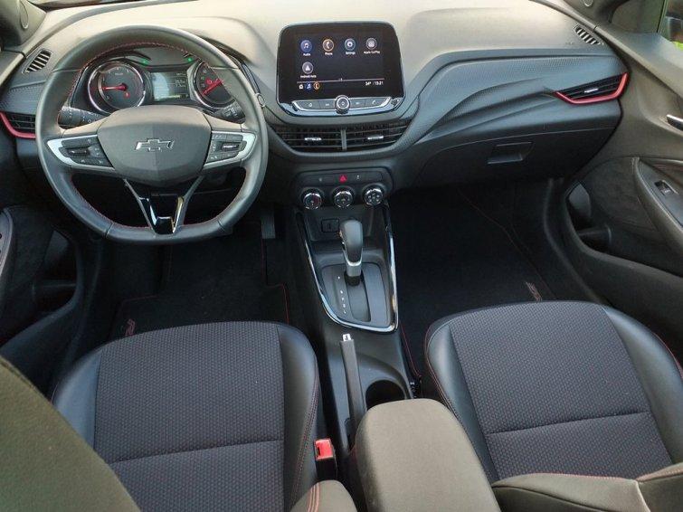 Visão interna do Chevrolet Onix RS
