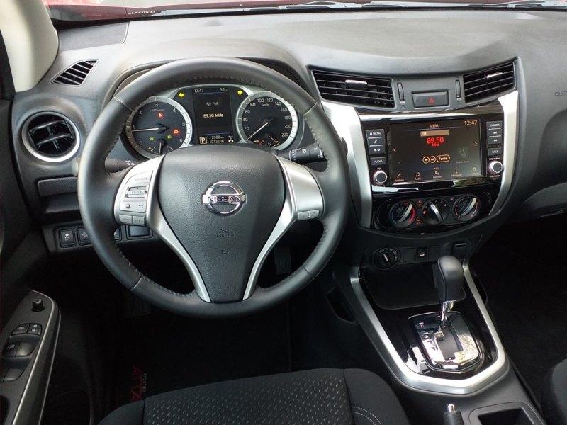 Visão interna da Nissan Frontier Attack 4x4