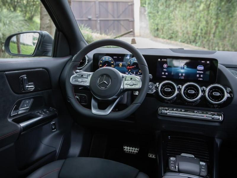 Visão do painel do  Mercedes-Benz GLA 200 AMG Line