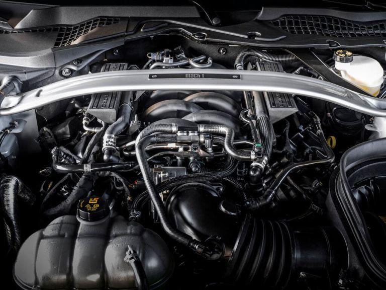Visão do motor do Ford Mustang Mach 1