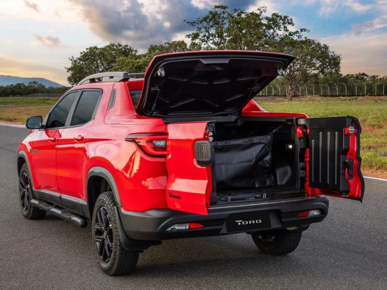 Visão interna da carroceria  da Fiat Toro Ultra Turbo Diesel AT9 4x4  