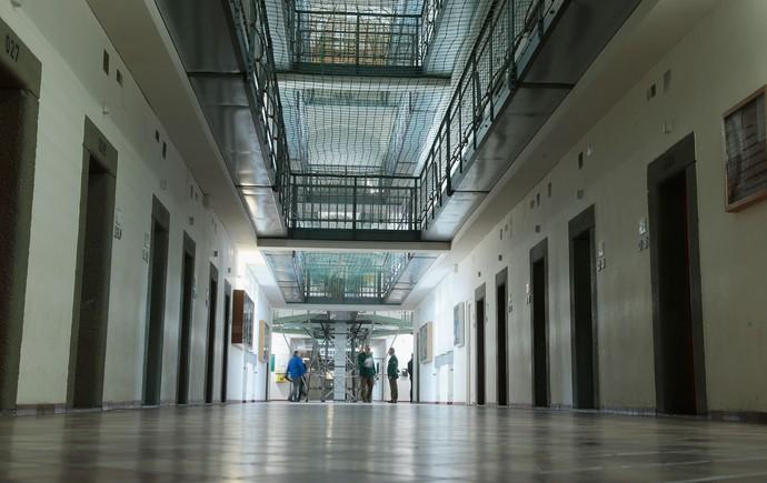 Delegar cadeias ao setor privado está em refluxo